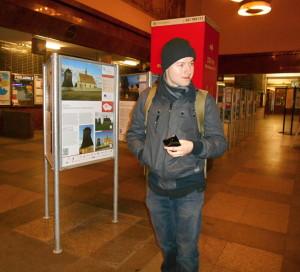 V době, kdy většina Pražanů ještě sladce spala, už jsme čekali v chladné hale Smíchovského nádraží na vlak